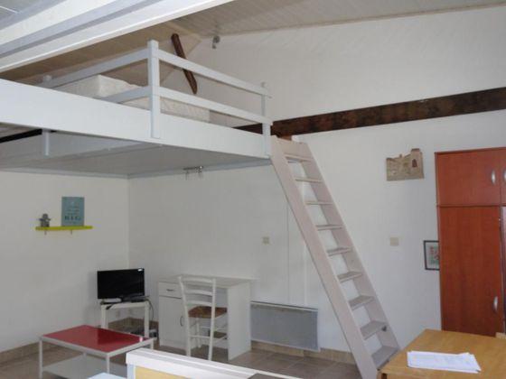 Location studio meublé 27 m2