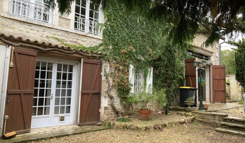 Maison avec piscine et terrasse Angouleme