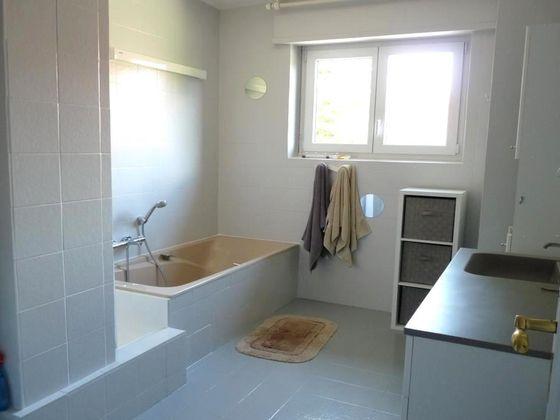 Location appartement meublé 3 pièces 84,09 m2