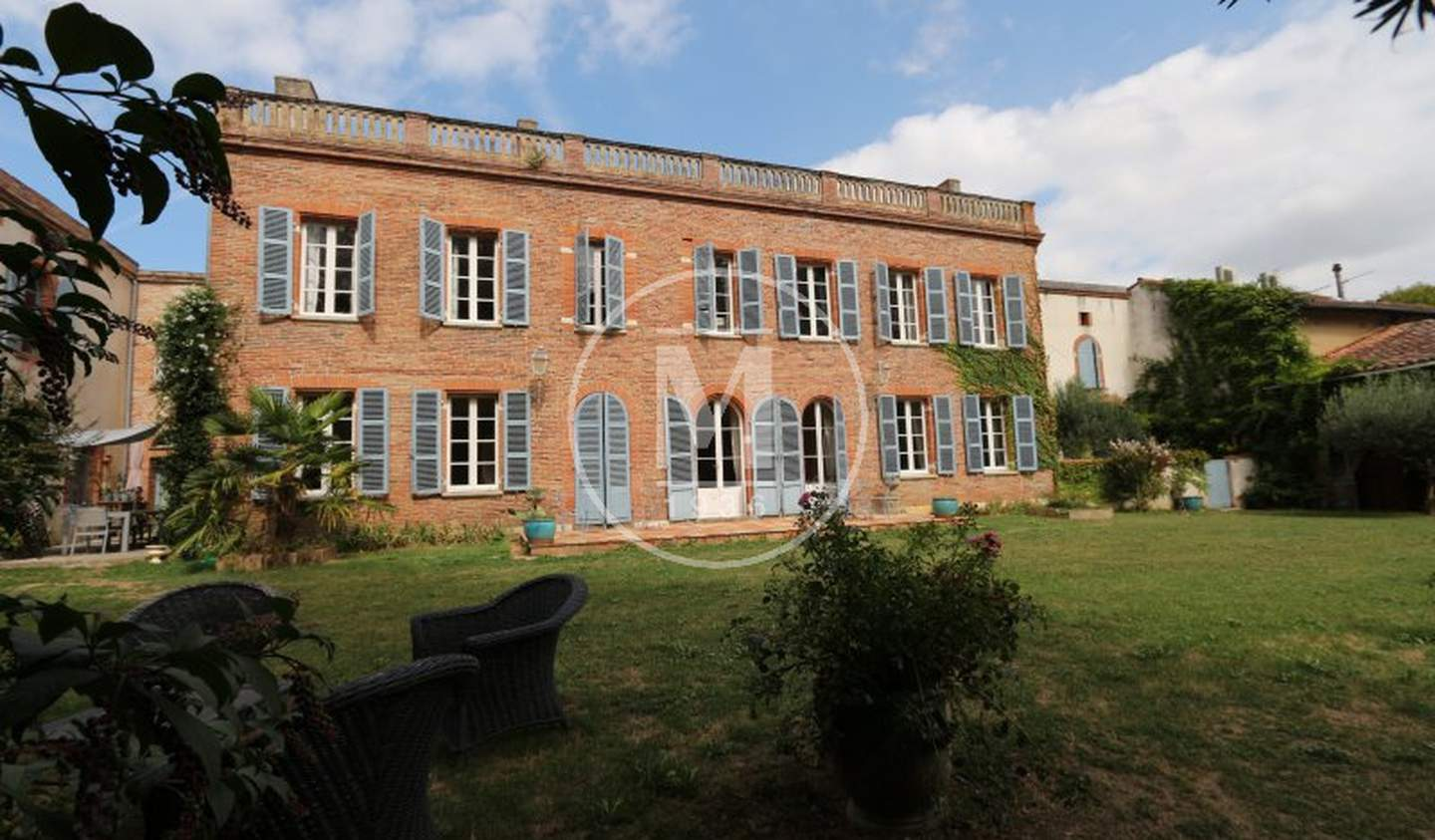 House with pool and terrace Montaigut-sur-Save