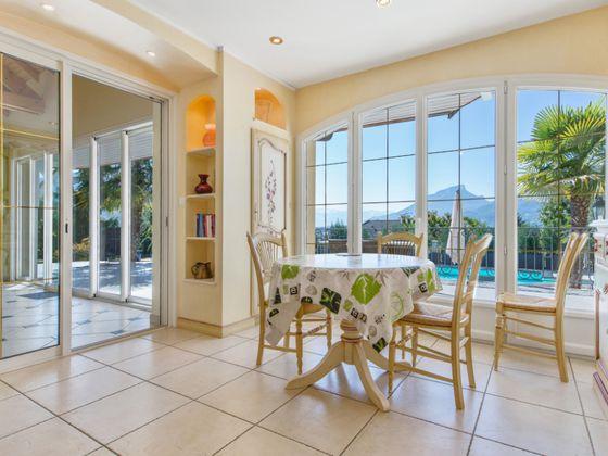 Vente propriété 8 pièces 230 m2