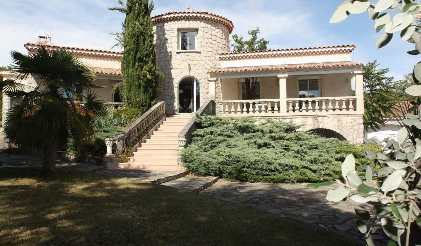 Villa avec piscine et terrasse Labeaume