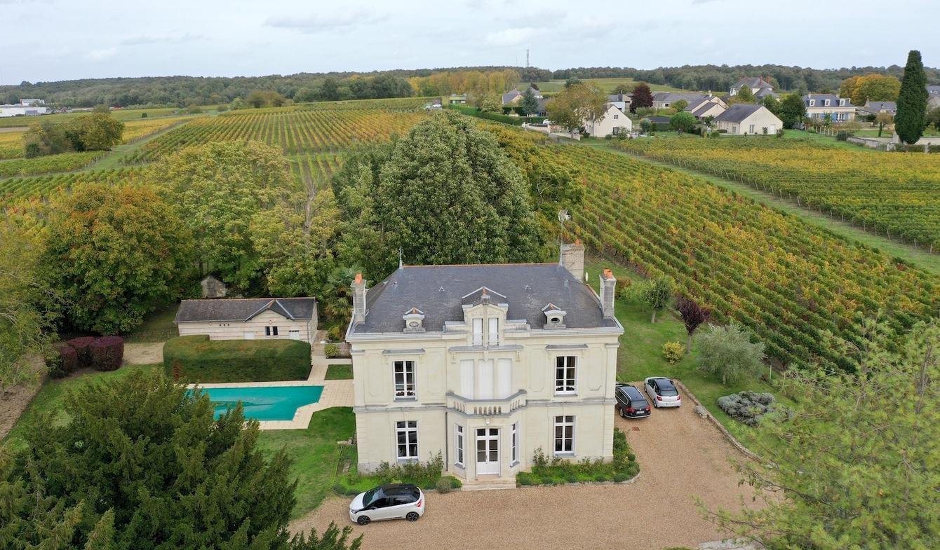 House with pool and terrace Saumur