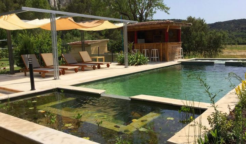 Corps de ferme avec jardin et piscine Pujaut