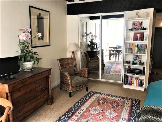 Location studio meublé 26,85 m2 à Paris 1er