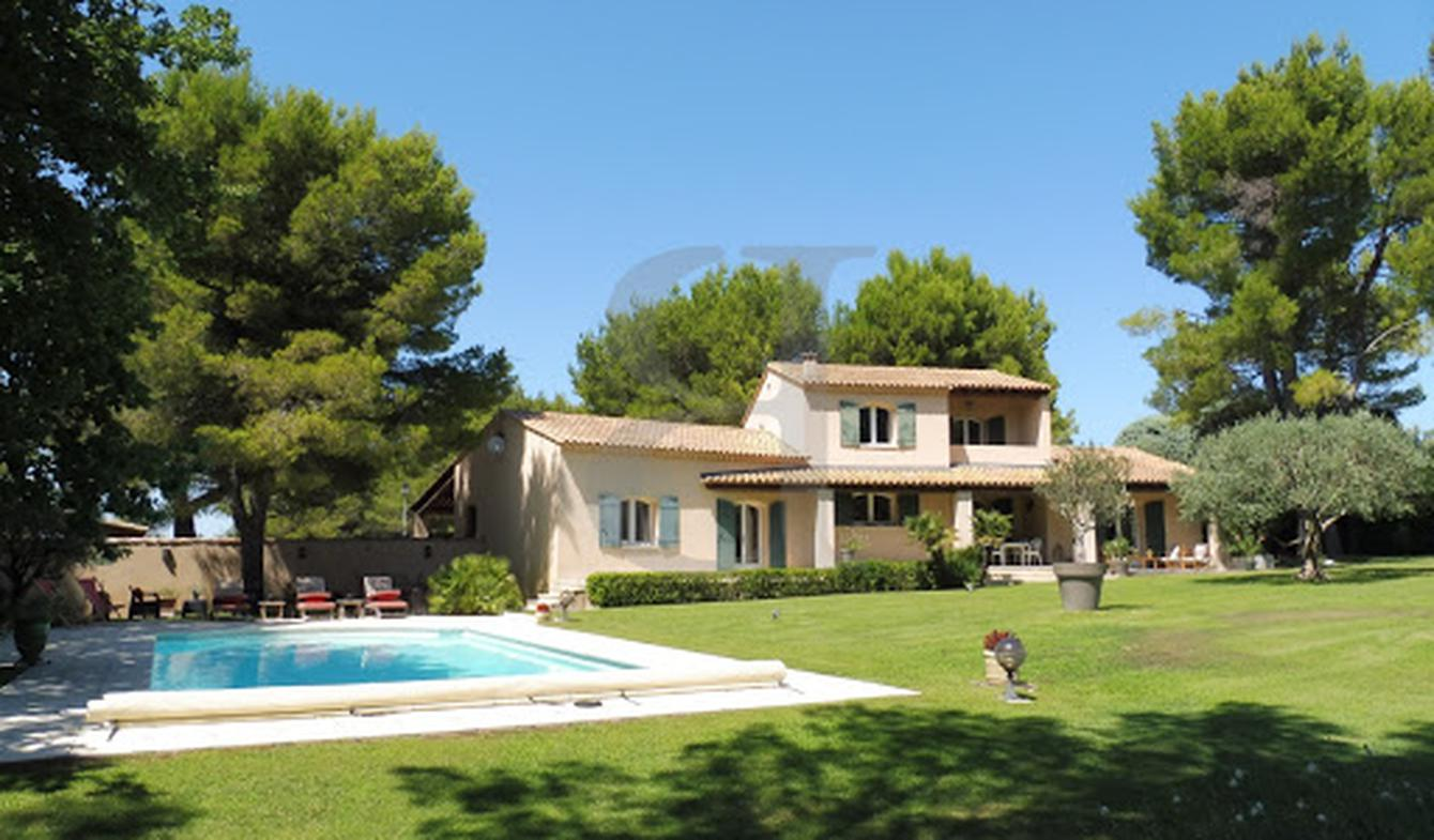 House with pool Pernes-les-Fontaines
