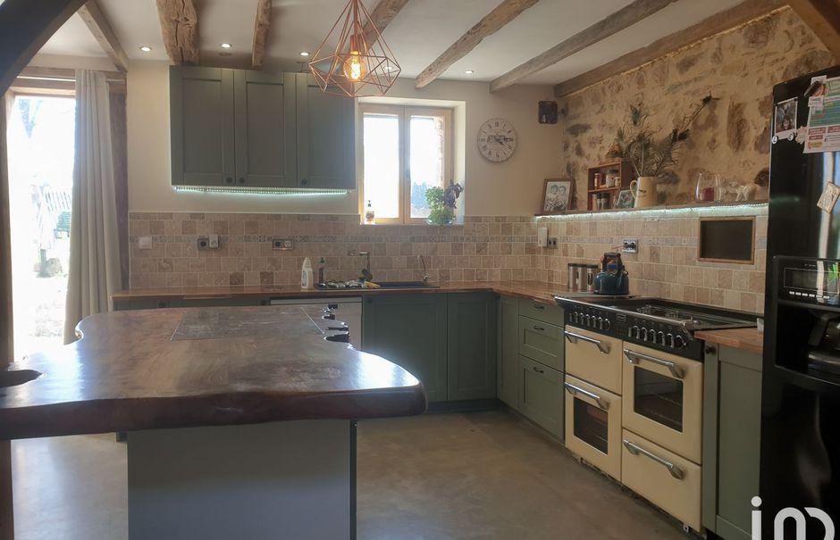 Vente maison 7 pièces 260 m² à Saint-Saud-Lacoussière (24470), 379 500 €