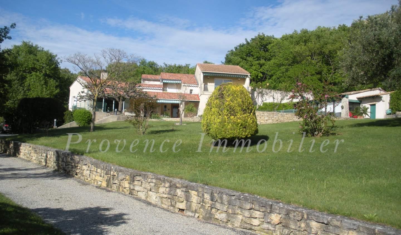 Villa avec piscine et terrasse Allan
