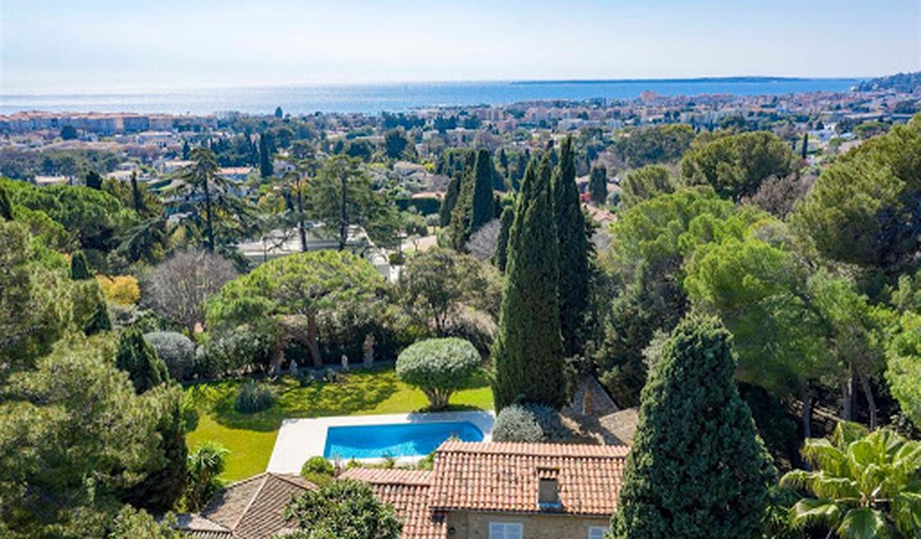 Seaside villa with pool Antibes