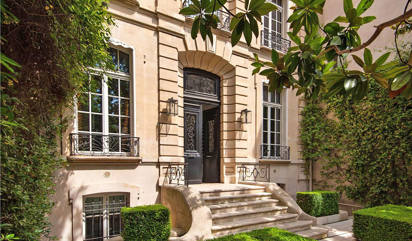 Private mansion with garden Paris 16th