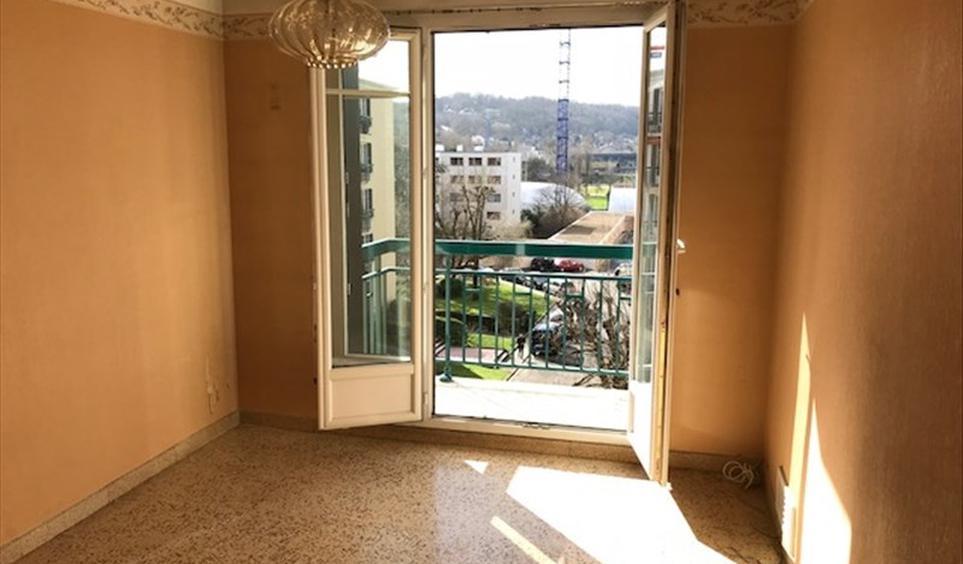 vente appartement de luxe rueil malmaison 61 m. Black Bedroom Furniture Sets. Home Design Ideas