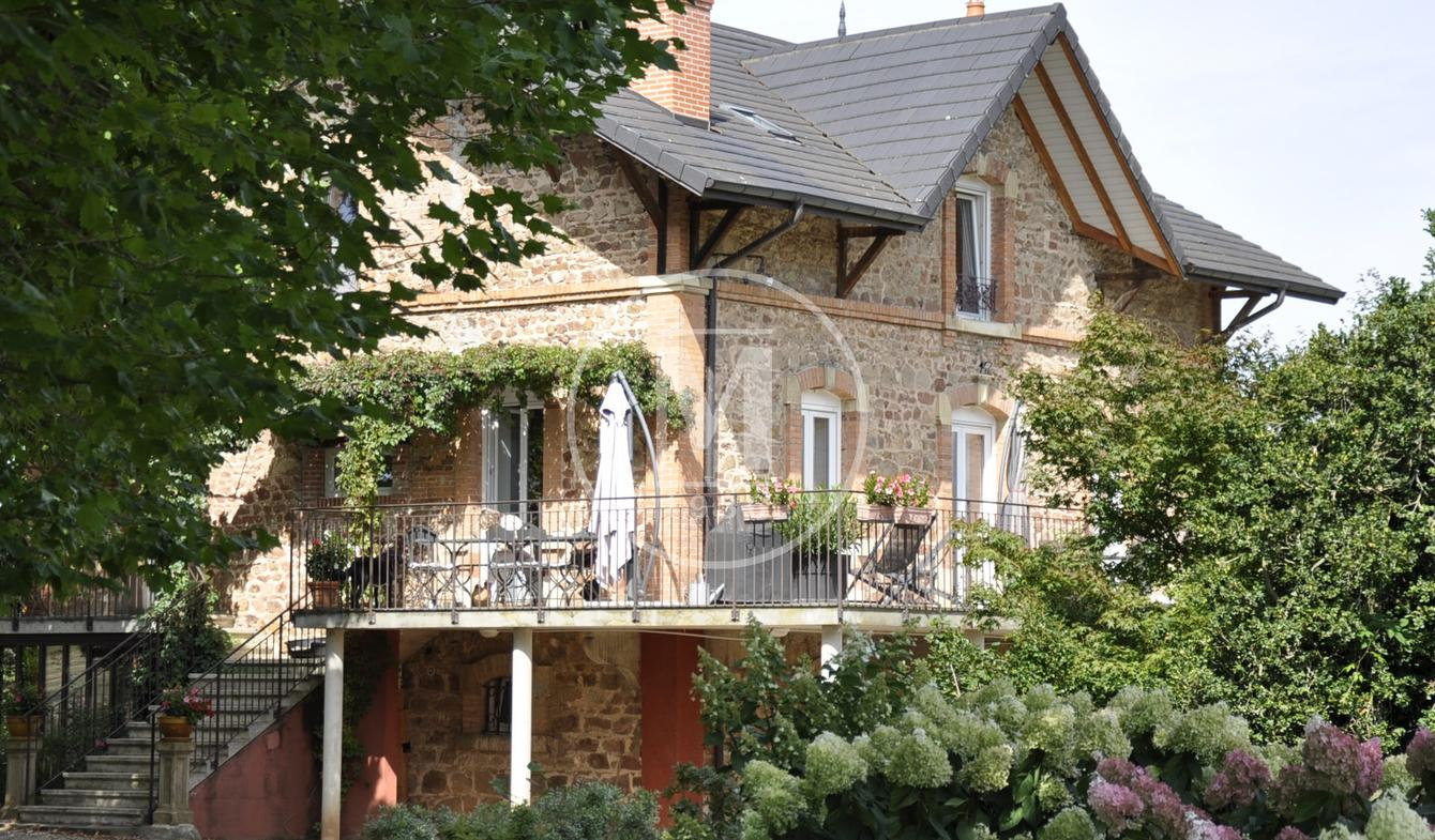 House with terrace Roanne