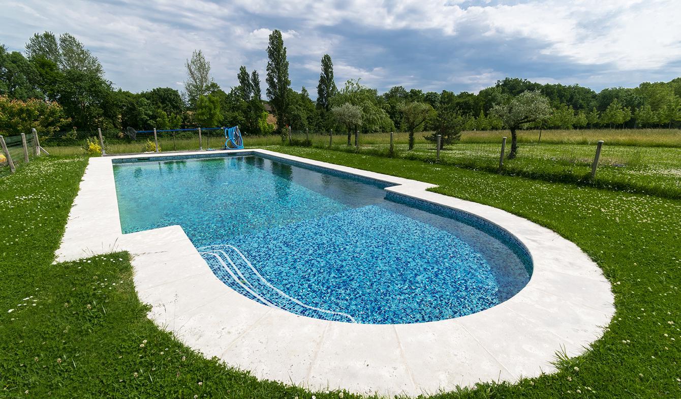 Maison contemporaine avec piscine et jardin Roumagne