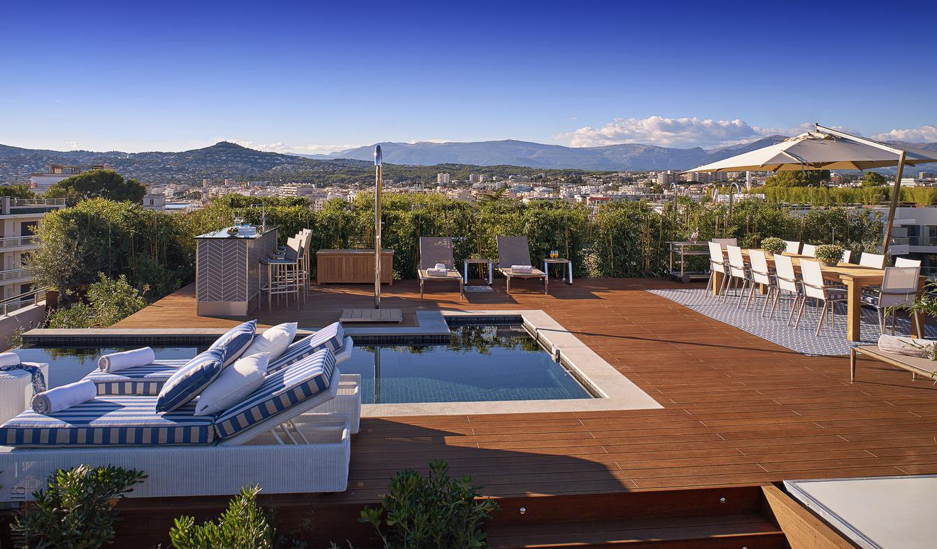 Appartement contemporain avec terrasse et piscine Cap d'Antibes