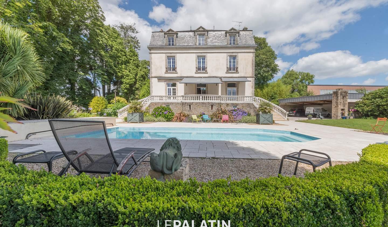 Propriété avec piscine et jardin Vannes