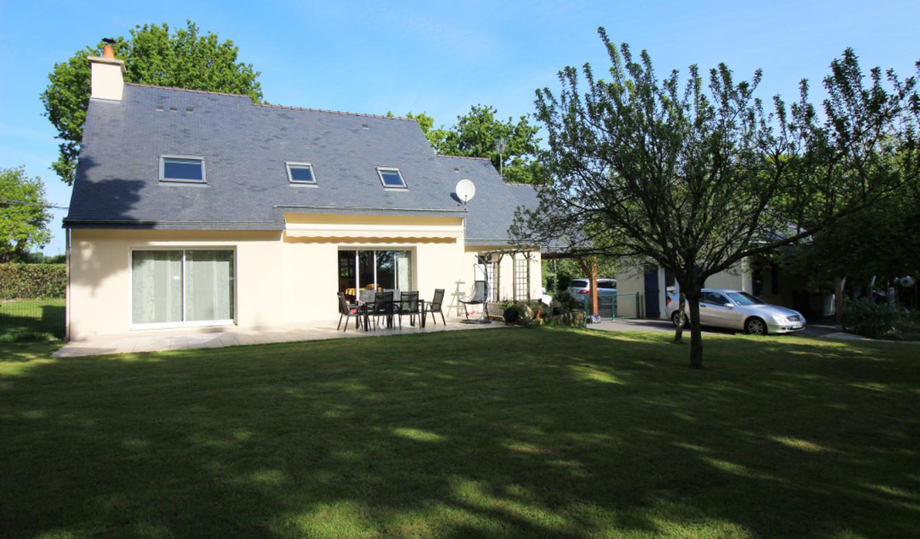 House with terrace Le Tour-du-Parc