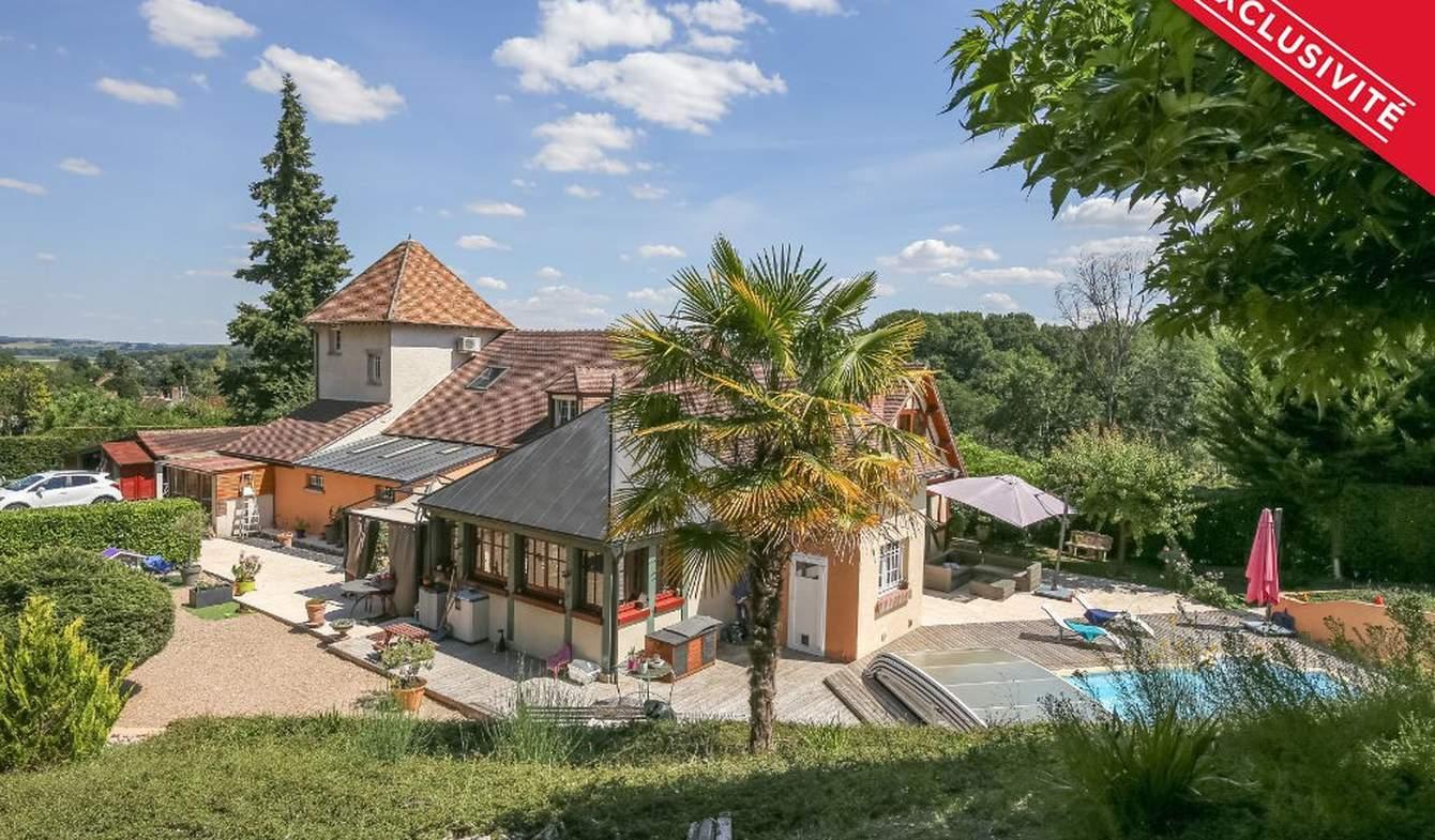 House with terrace Léré