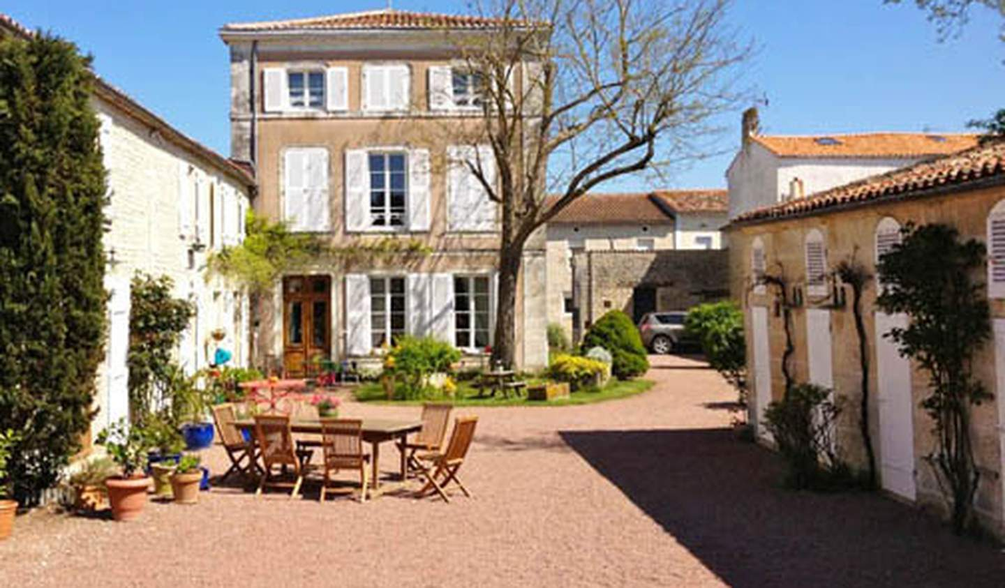 Property with pool and garden La Rochelle
