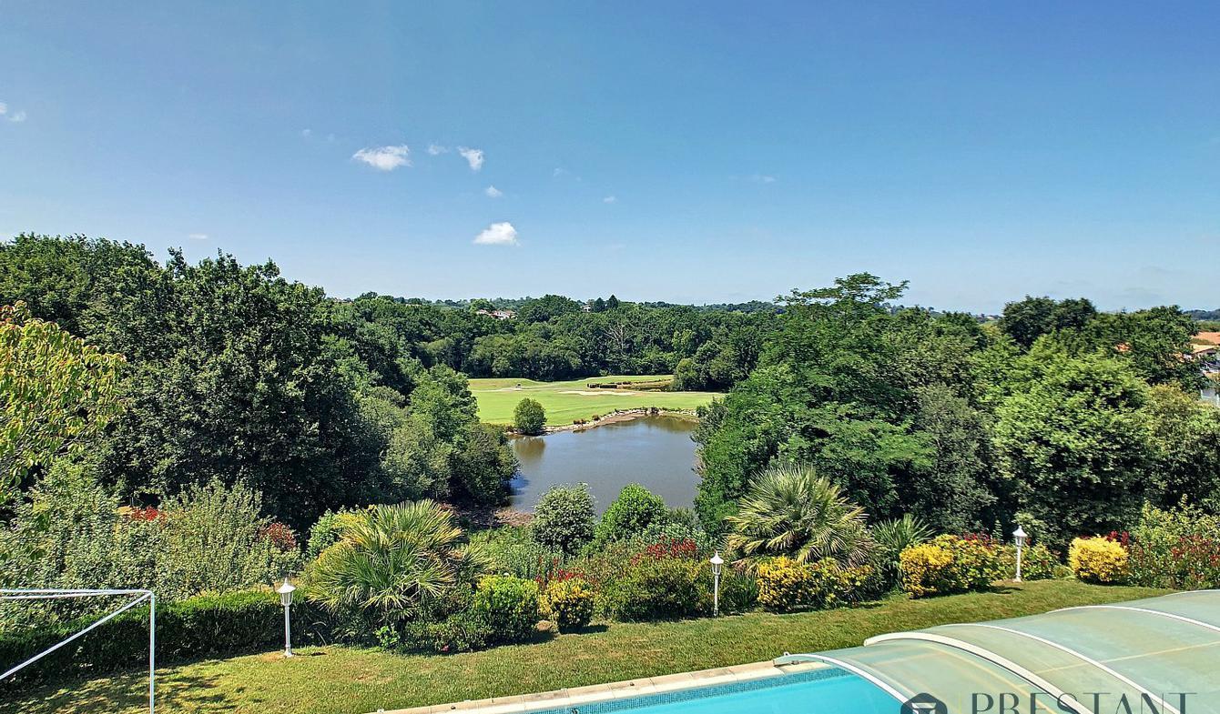 Maison avec piscine et terrasse Bassussarry