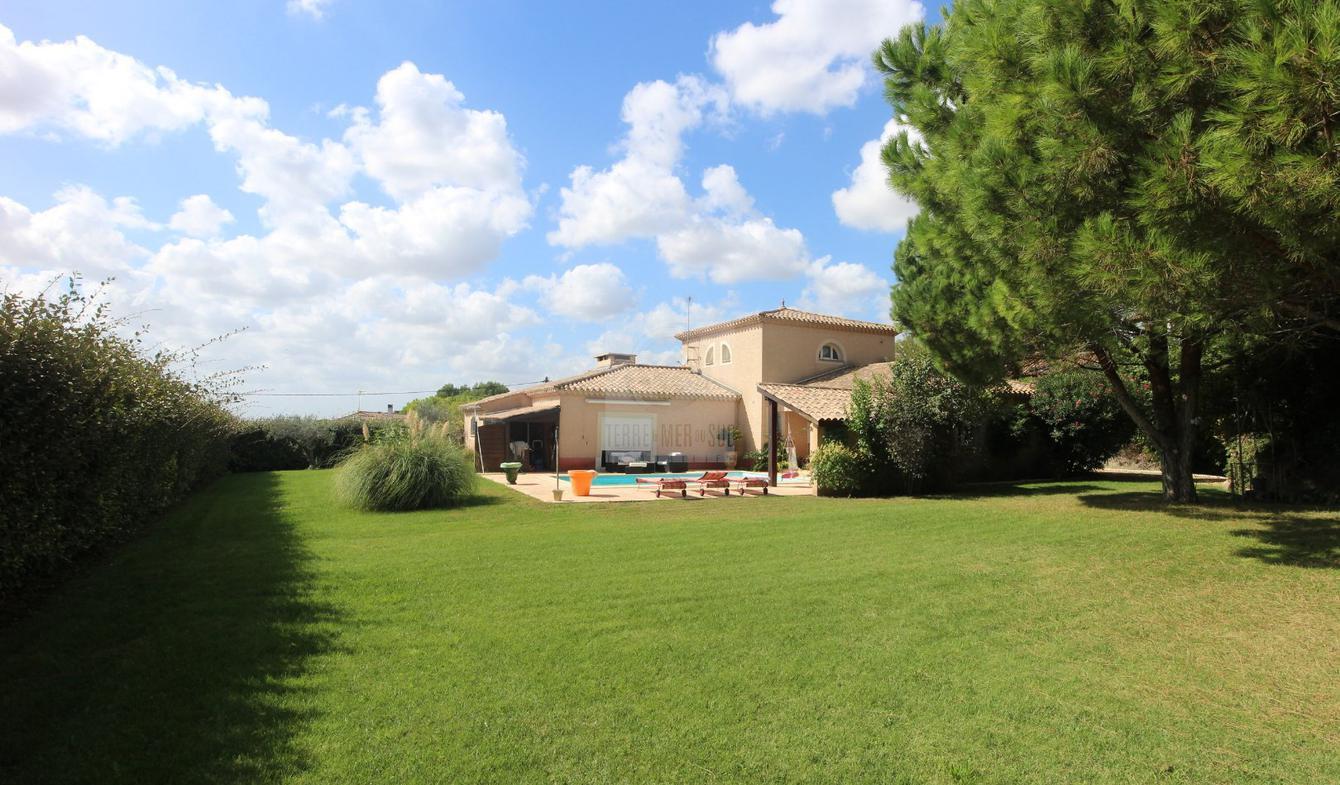 Villa with pool and terrace Lespignan