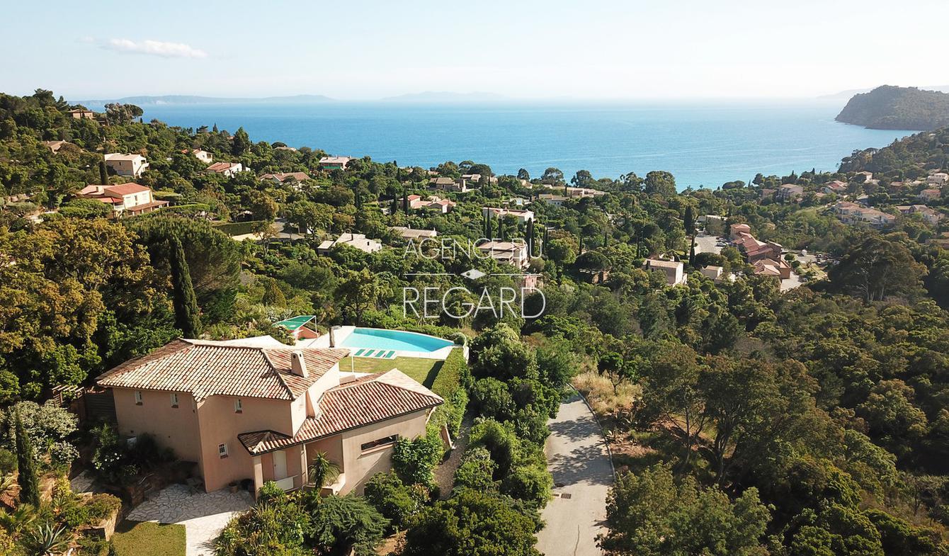 Villa avec piscine en bord de mer Rayol-Canadel-sur-Mer
