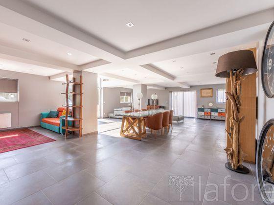 Vente propriété 5 pièces 335 m2