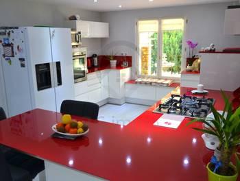 Maison 11 pièces 213 m2