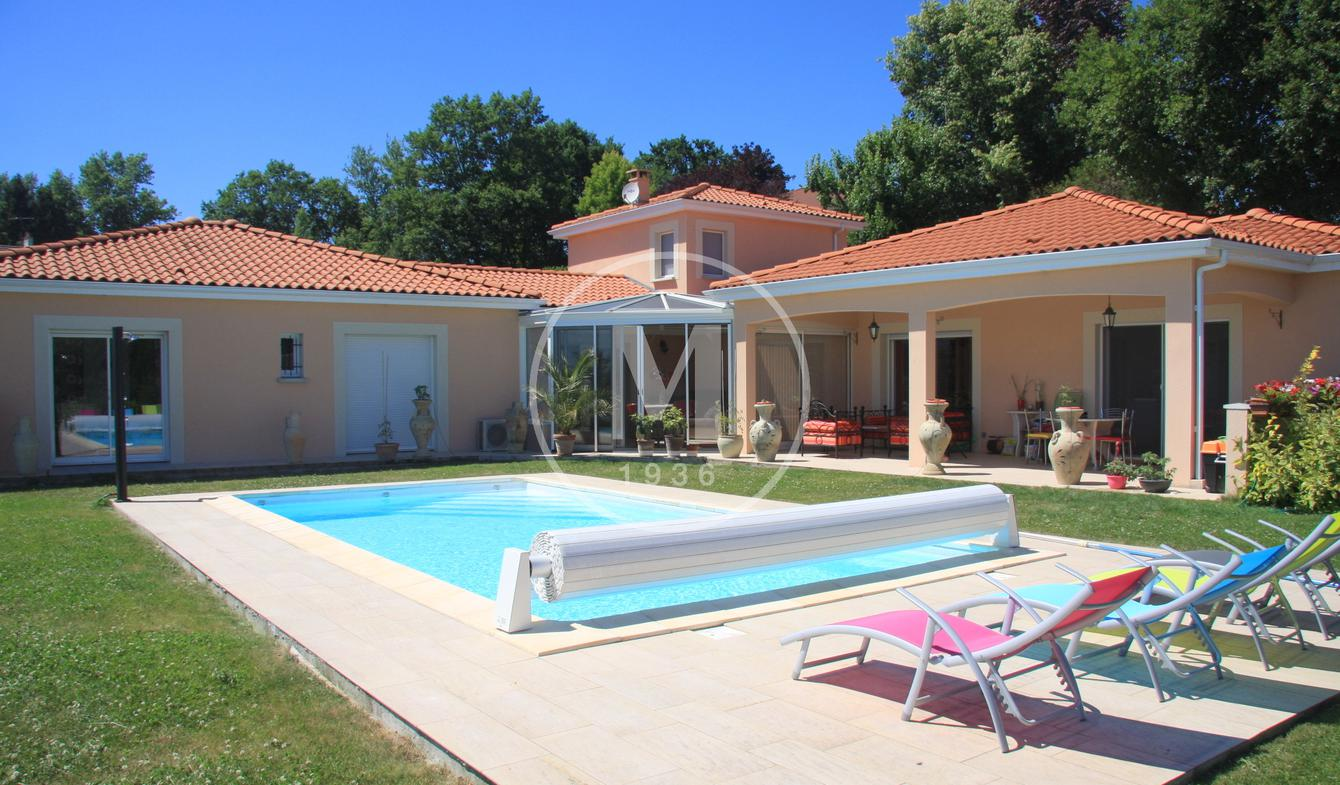 House with pool Vichy