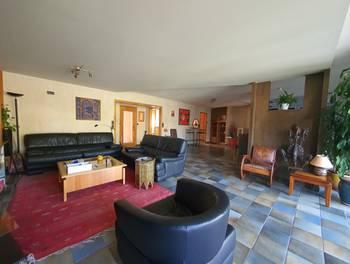 Maison 12 pièces 318 m2
