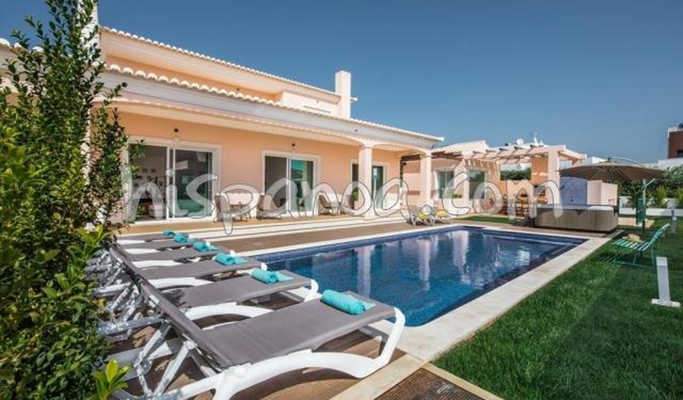 Villa with pool and terrace Olhos de Água