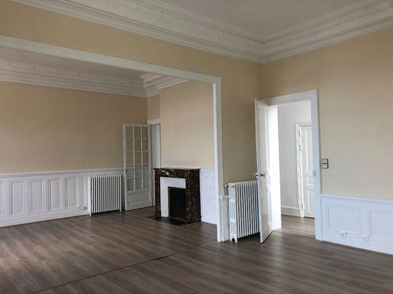 Location appartement 4 pièces 120 m2
