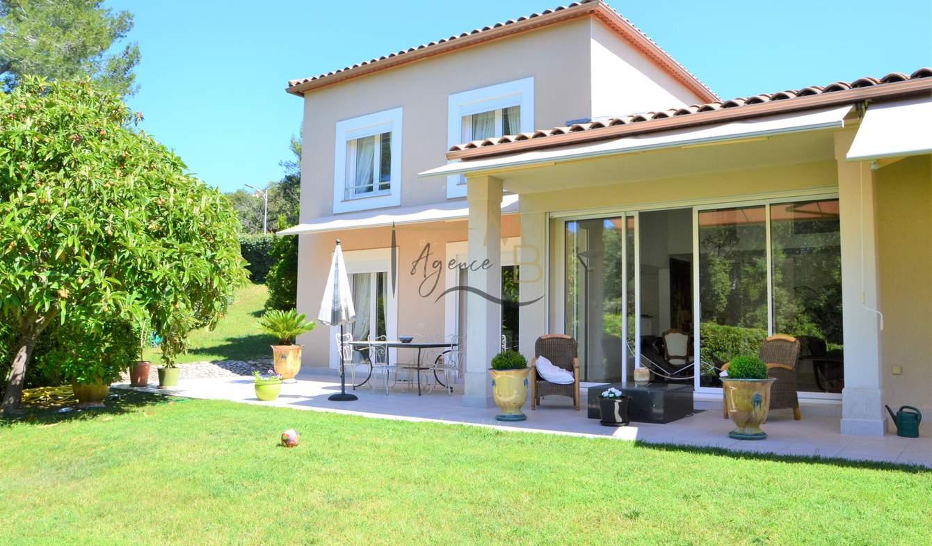 Villa avec piscine et terrasse Nimes