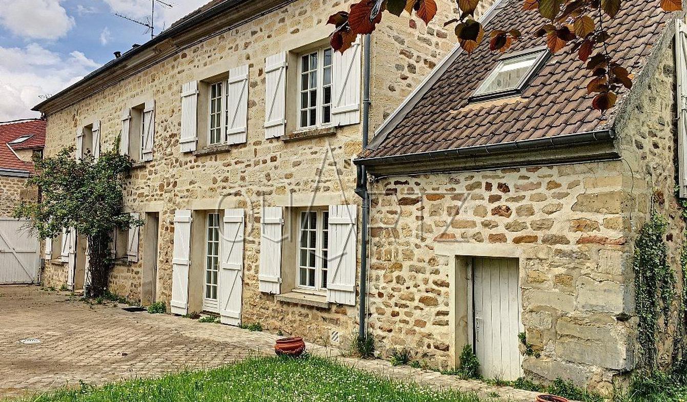 Maison avec terrasse Ennery