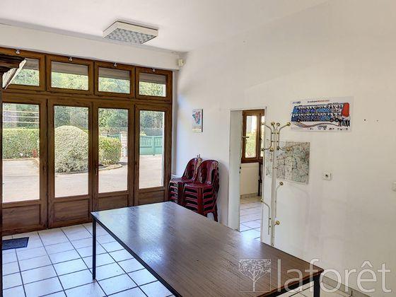 Vente maison 12 pièces 332 m2