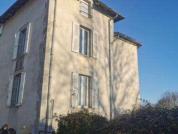 maison à Le Rouget (15)
