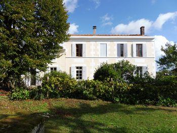 maison à Saint-Savinien (17)