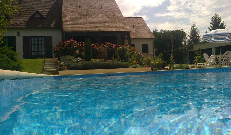 Maison avec piscine et terrasse Pougues-les-Eaux