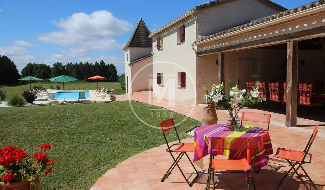 House with pool and terrace Montaigu-de-Quercy