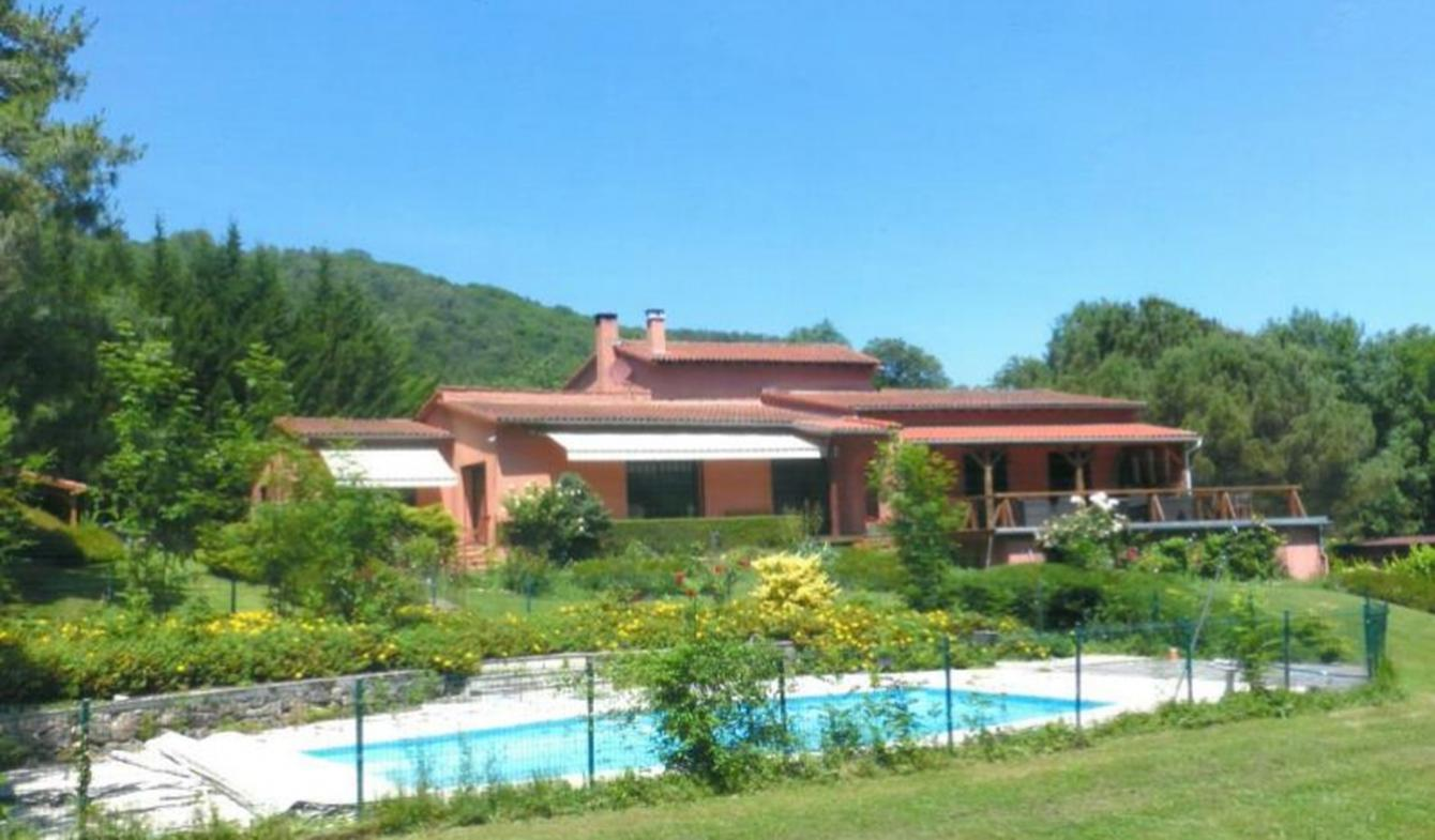Villa avec piscine et terrasse Foix