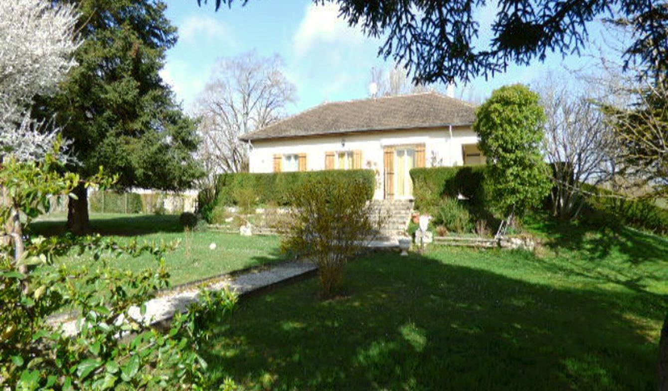 Maison contemporaine avec jardin et terrasse Bouniagues