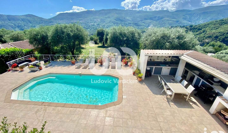 Maison avec piscine et terrasse Contes