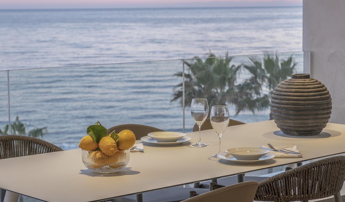 Appartement contemporain avec terrasse en bord de mer Estepona