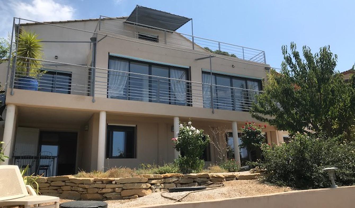Maison contemporaine en bord de mer avec jardin Six-Fours-les-Plages