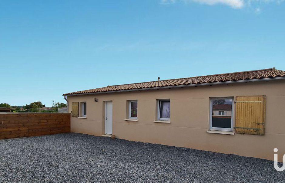 Vente maison 4 pièces 92 m² à Roullet-Saint-Estèphe (16440), 172 000 €