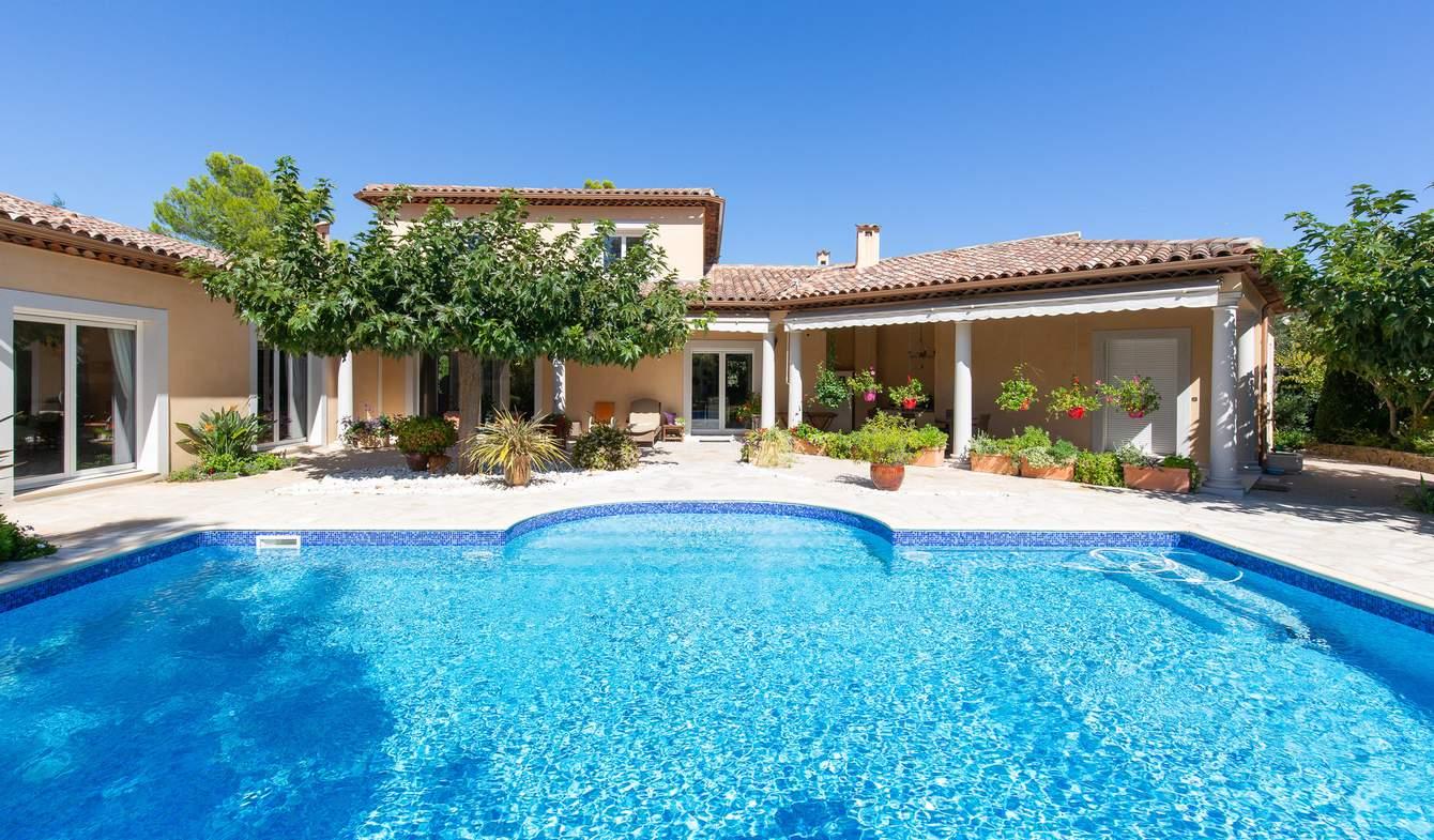 Propriété avec piscine Le Rouret