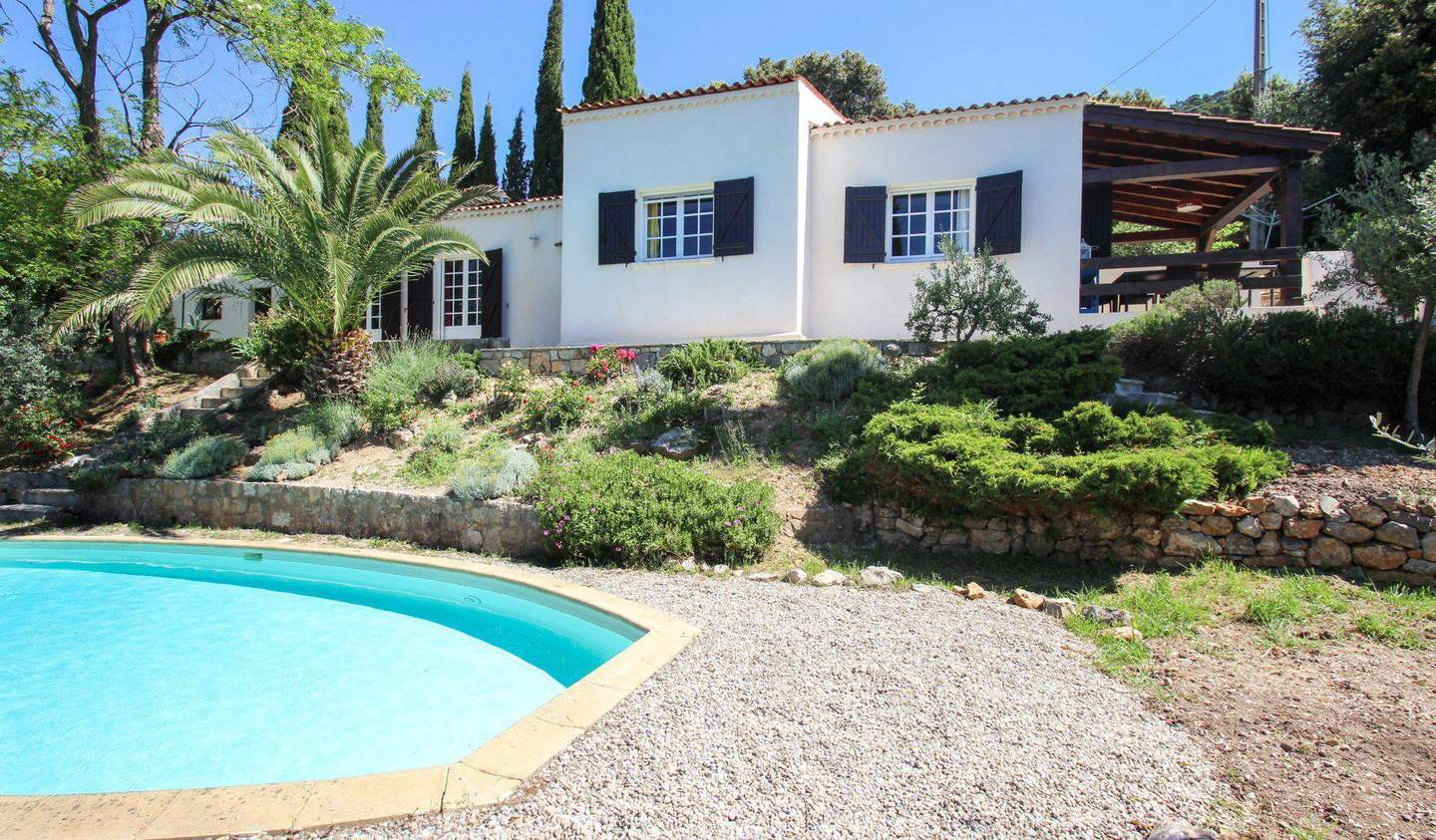 Villa with pool and terrace Claviers