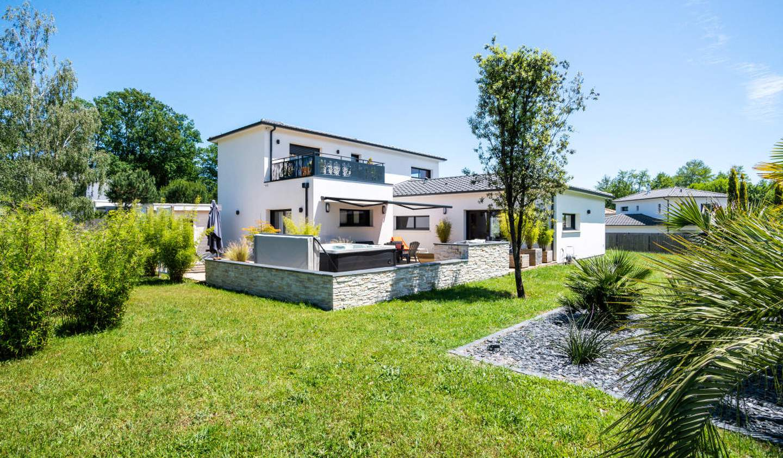 House with terrace Gradignan