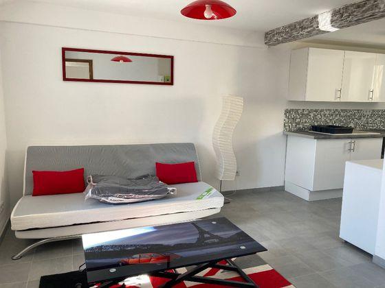 Location studio meublé 20,3 m2