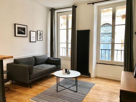 Location appartement meublé 2 pièces 39 m2 à Paris 1er
