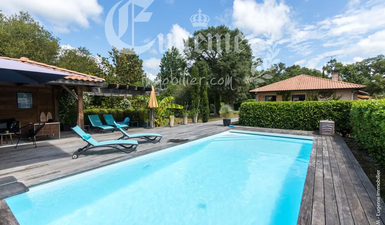 Propriété avec piscine et jardin Messanges
